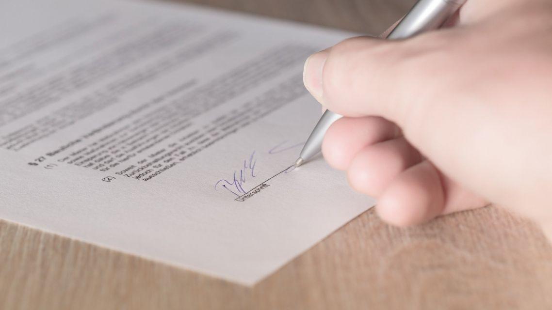Zverejnenie zámeru predať nehnuteľný majetok vo vlastníctve obce Úľany nad Žitavou ako prípad hodný osobitného zreteľa
